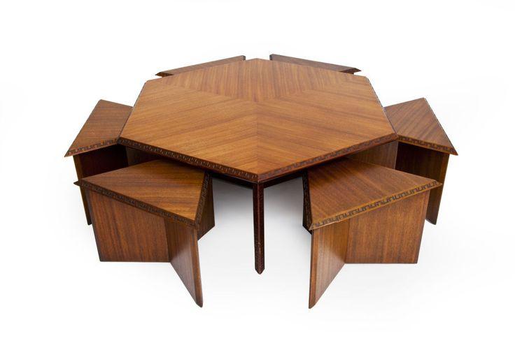 F. L. Wright: Šestkotna miza s stoli